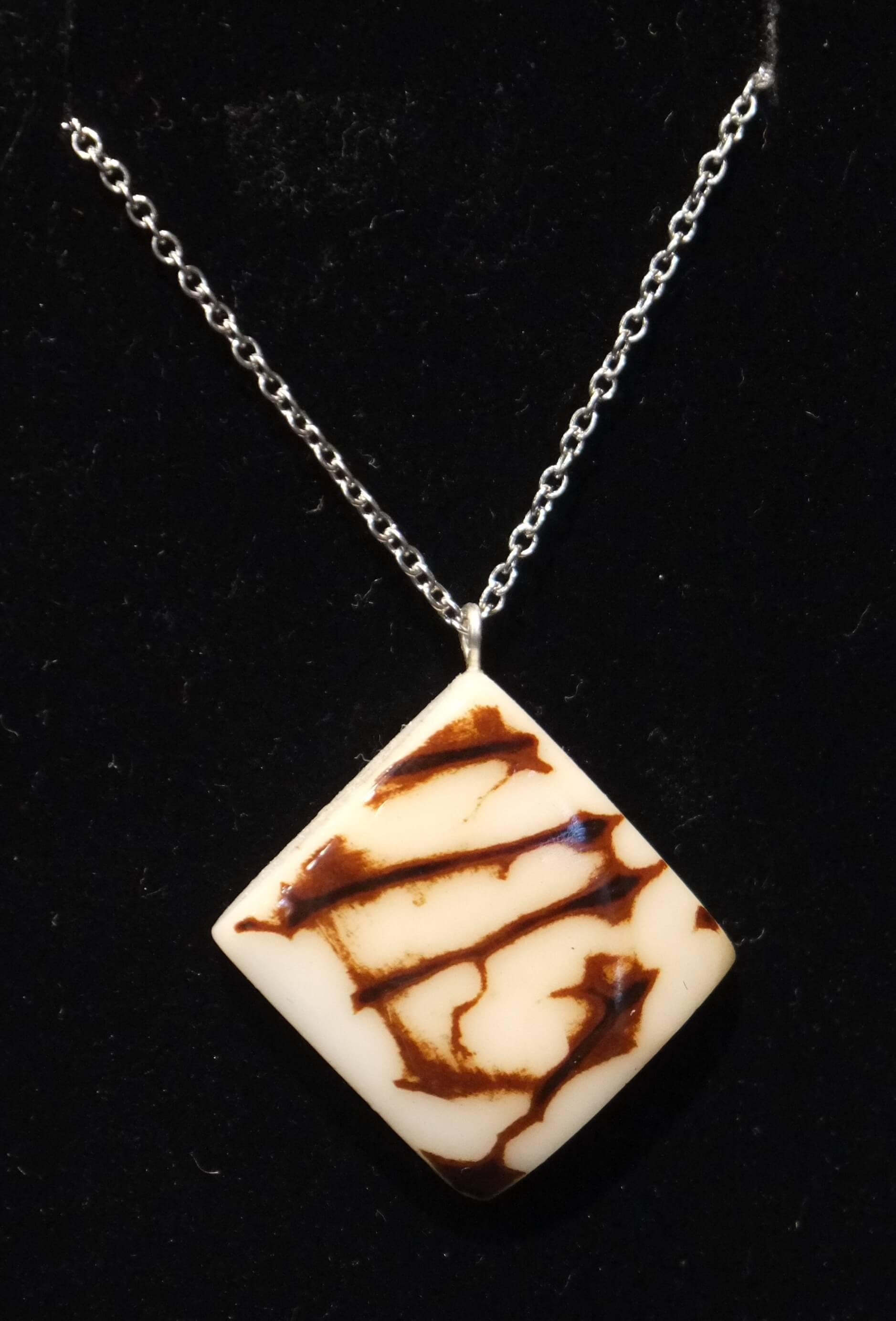 la clientèle d'abord Style magnifique original Collier en ivoire végétal modèle n° 9